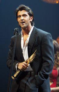 Hrithik Ropshan con el premio IIFA de mejor acto