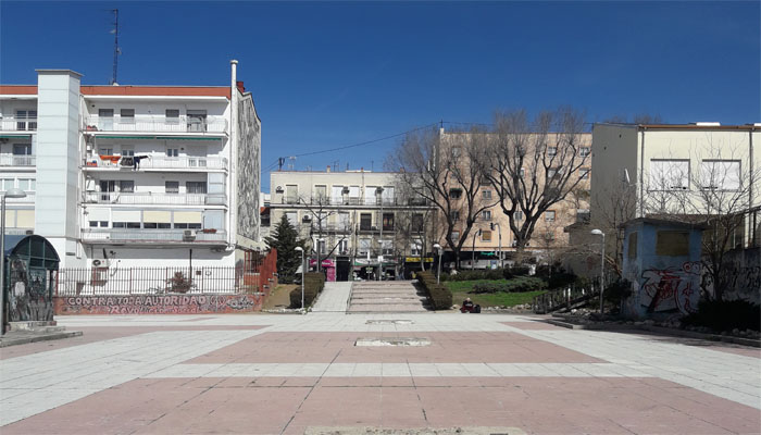 Los vecinos de puente de vallecas ya pueden votar a la for Discoteca plaza de los cubos madrid