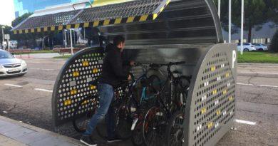 Mares Madrid presenta 'Madame Cicleta', la nueva solución de aparcamiento para bicicletas en la calle