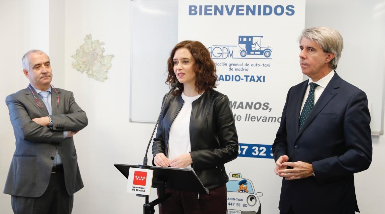 """Díaz Ayuso elogia el """"sacrificio"""" de los taxistas que """"forman ..."""
